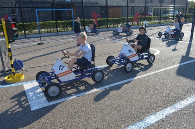 De leerlingen van de lettermolen brengen een bezoek aan verkeerspark